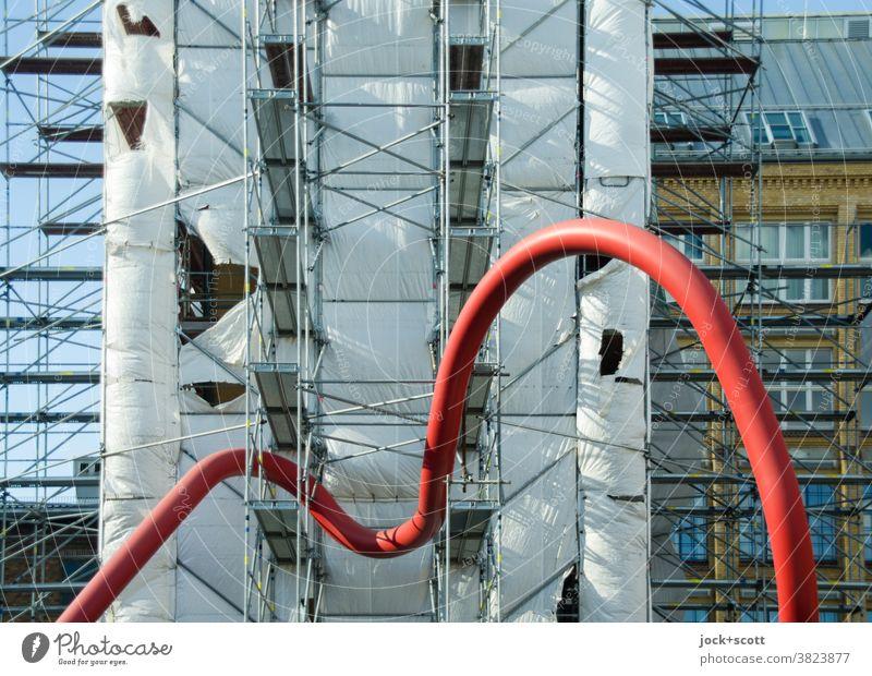 knapp daneben update, gerade noch die Kurve gekriegt Rohrleitung Baustelle Gerüstplane Baugerüst Architektur Umleitung Fassade Verbindung Plane