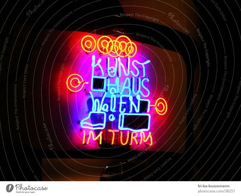 Kunsthaus Wien Leuchtreklame Neonlicht Langzeitbelichtung kunsthaus hundertwasser