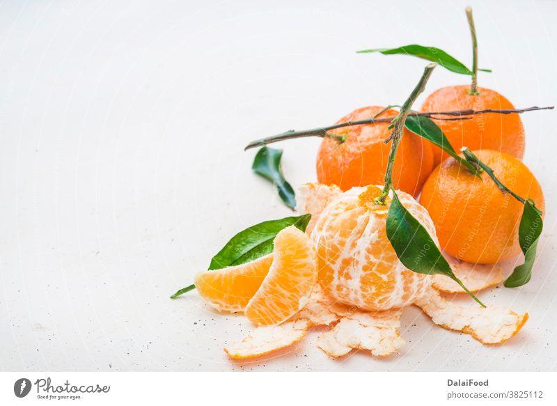 Mandarine frisch mit Blättern aus der Nähe Ackerbau Frühstück Zitrusfrüchte Nahaufnahme Lebensmittel Frucht grün Menschengruppe Ernte Gesundheit Blatt natürlich