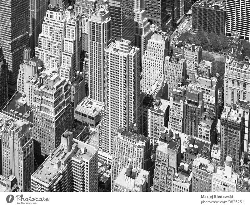 Schwarzweiß-Luftaufnahme von Manhattan, New York City, USA. Großstadt Antenne New York State Büro neu schwarz auf weiß Wolkenkratzer Gebäude Stadtbild urban