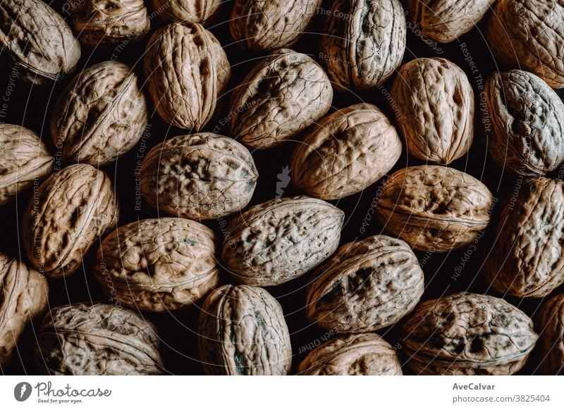 Hintergrund von oben mit Nüssen gefüllt Lebensmittel braun Kernel Bestandteil geschmackvoll Diät Pekannuss Protein Ernährung Nut organisch roh Snack Gesundheit