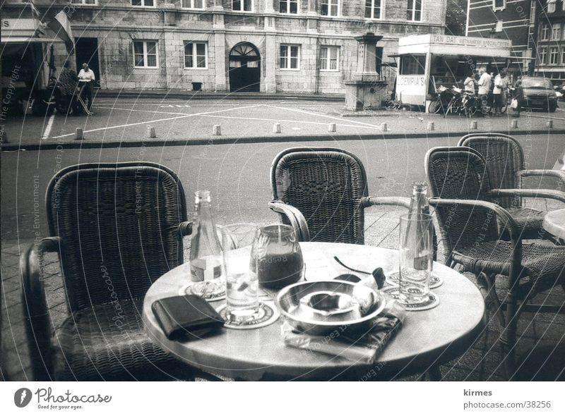 hollandowater Wasser Straße Europa Café Niederlande Schwarzweißfoto Altstadt Straßencafé