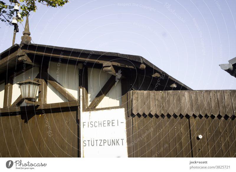 Fischerei - Stützpunkt Fachwerkhaus Fachwerkfassade Holztor Tradition Brandenburg an der Havel Architektur Wort Tafel