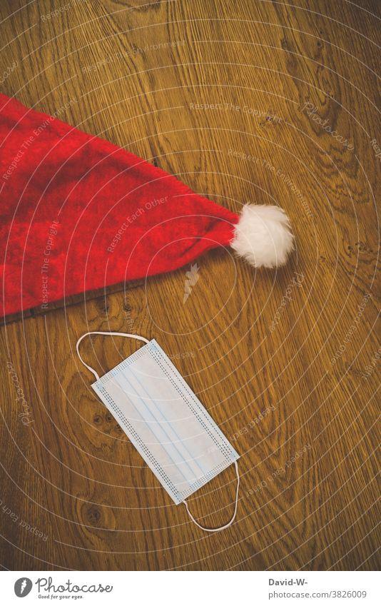 Corona und Weihnachten -  Mundschutz mit Nikolausmütze Atemschutzmaske adventszeit Sorge pandemie coronavirus Gesundheit