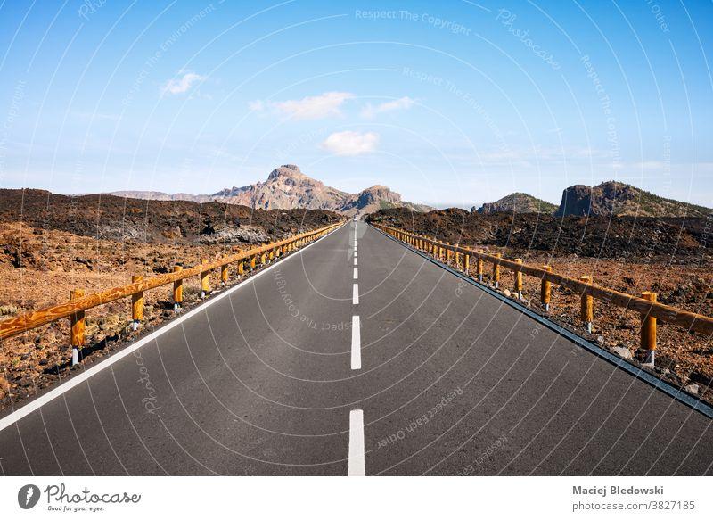 Panoramastraße in vulkanischer Landschaft, Teneriffa, Spanien. Straße Autobahn Menschenleer reisen Autoreise Berge u. Gebirge Natur Kanarische Inseln Abenteuer