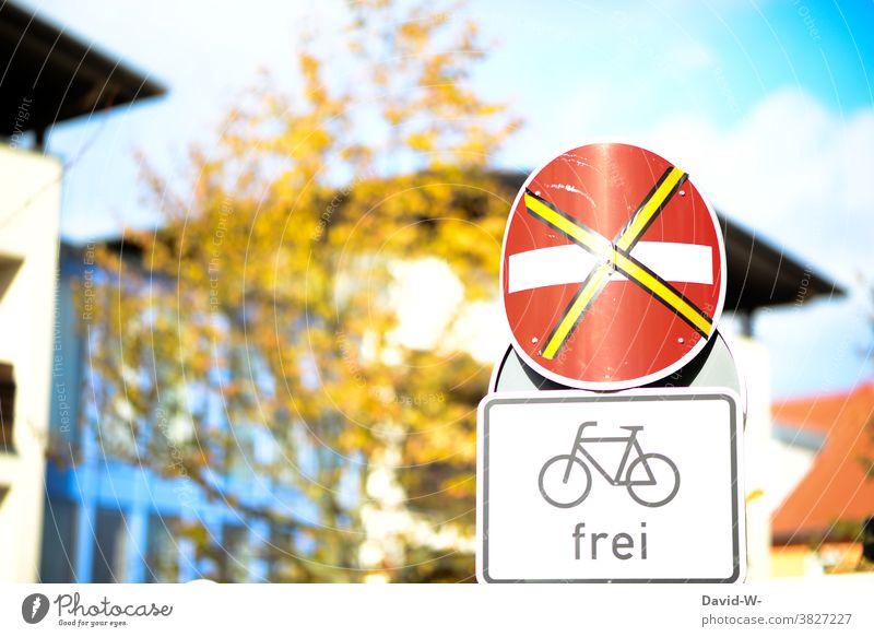Straßenschilder - Verbot der Einfahrt und Fahrräder Frei - Verkehrsschilder frei Fahrradweg Stadt Schilder & Markierungen verboten erlaubt hinweis