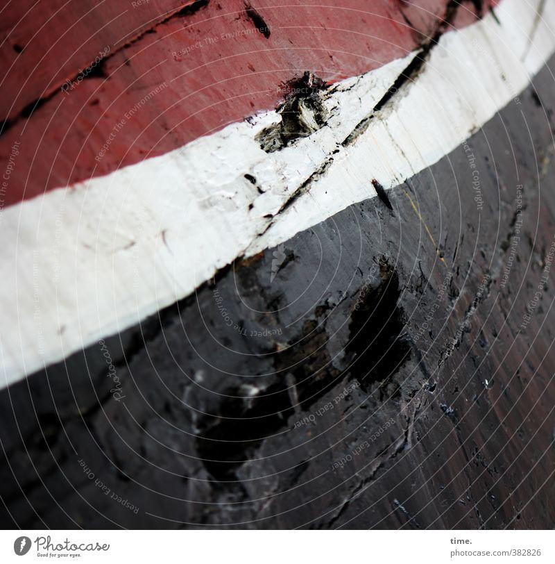 abgeheuert Schifffahrt Schiffsplanken Schiffswrack maritim Armut authentisch historisch kaputt trashig rot schwarz weiß Endzeitstimmung einzigartig Inspiration