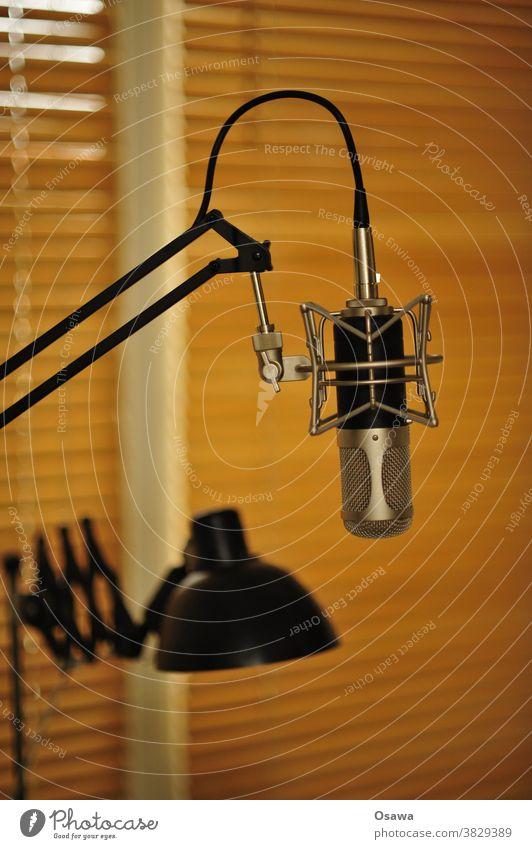 Homeoffice mit Anspruch Mikrofon Mikrophon Aufnahme Klang Telko Kommunikation Telefonkonferenz Videokonferenz Podcast Heimstudio Studio Lampe Schreibtischlampe