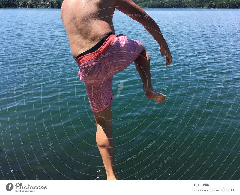 Sprung ins kalte Wasser (Nr.5) - - - - Nachzügler. See Sommertag Sprungkraft abspruing Mut bauchklatscher sprung kaltblütig kopfüber hemmungslos Arschbombe