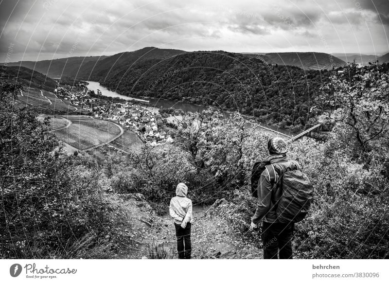 moseldramaqueen Weinberg Vater herbstlich Jahreszeiten Herbst Regen Sohn Kindheit Wanderer Hunsrück Moseltal Mosel (Weinbaugebiet) Flussufer Rheinland-Pfalz