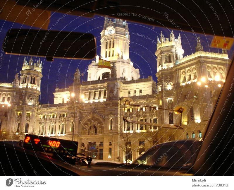 Correos aus dem Taxi Madrid Spanien Gebäude Post historisch Cibeles