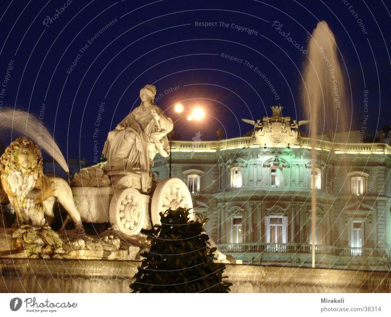 Cibeles Madrid Spanien Springbrunnen Platz Nacht historisch
