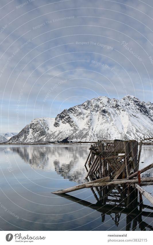 Überreste der alten Fähranlegestelle Gimsoystraumen-Kanal-Strom. Lyngvaer-Austvagoya-Lofoten-Inseln-Norwegen. 0171 Landen Anlegestelle Liegeplatz Pier Dock