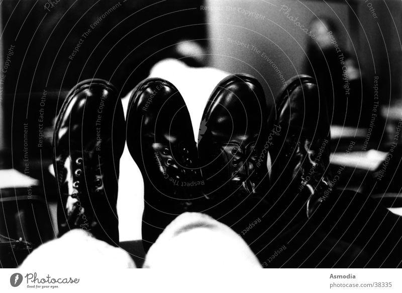 Doc´s schwarz weiß Leder Schuhe Stiefel Schnur glänzend Stimmung England Englisch Freizeit & Hobby Schwarzweißfoto Paar Docs Doc Martens british paarweise