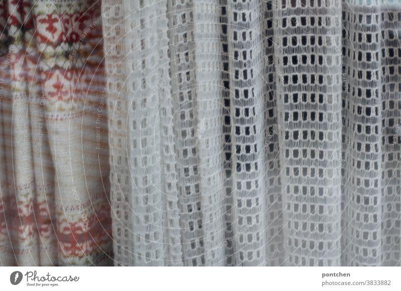 Altmodische Vorhänge- stillstand, verharren in der Vergangenheit Vorhang altmodisch muster lochmuster wohnen schutz Gardine Dekoration & Verzierung Stoff