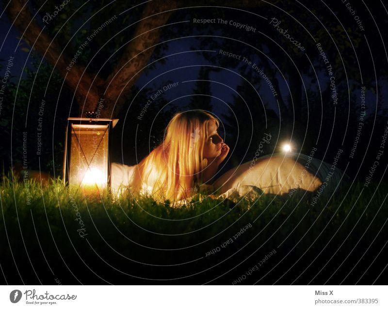 Sommernachtstraum Meditation Ferien & Urlaub & Reisen Abenteuer Camping Sommerurlaub Nachtleben Mensch feminin Junge Frau Jugendliche 1 18-30 Jahre Erwachsene