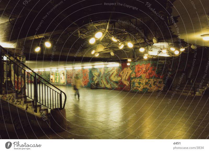 lichter Lampe Graffiti Architektur Treppe Tunnel Nacht
