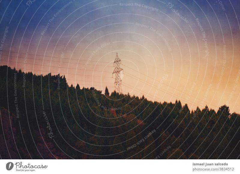 Sonnenuntergang in den Bergen im Herbst Berge u. Gebirge Bäume Himmel Farbe farbenfroh Wald Natur Landschaft im Freien Ansicht Hügel reisen Ort Ausflugsziel