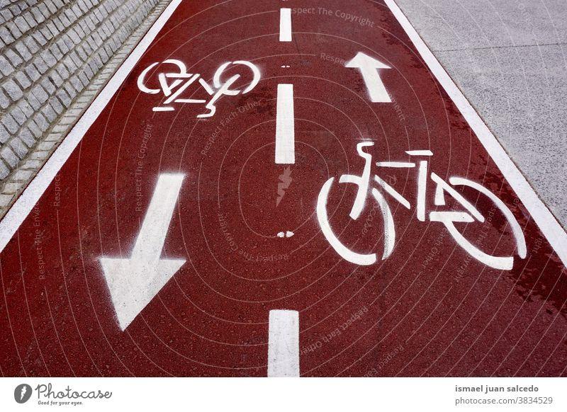 Fahrrad-Verkehrszeichen auf der Straße in der Stadt Bilbao Spanien Ampel Zyklus Fahrradsignal signalisieren Verkehrsgebot Ermahnung Großstadt Verkehrsschild
