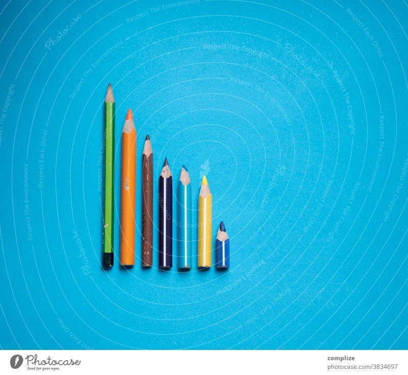 Bunte Stift Kurve bunt Buntstifte malen Inspiration kita Statistik abfallend farbpalette farbenfroh blau copyspace copy space Platz bildhintergrund Kreativität
