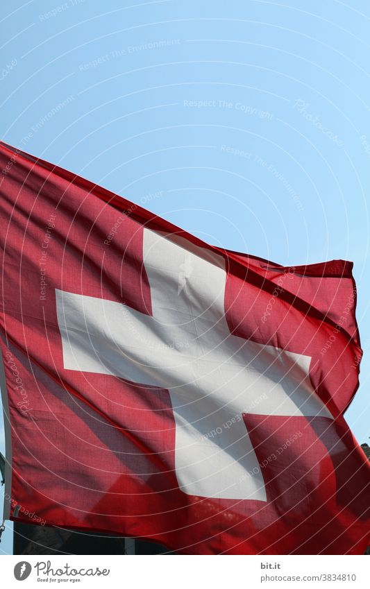 Meine Nachbarschaften l in der Schweiz... Schweizer Schweizerflagge Flagge Fahne rot Patriotismus Nationalflagge Stolz wehen Politik & Staat Zeichen Himmel Wind