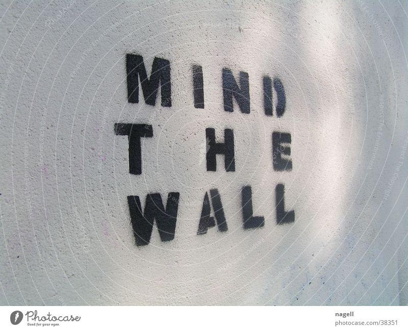 Mind the wall Mauer Wandmalereien Tagger Fototechnik Graffiti Information