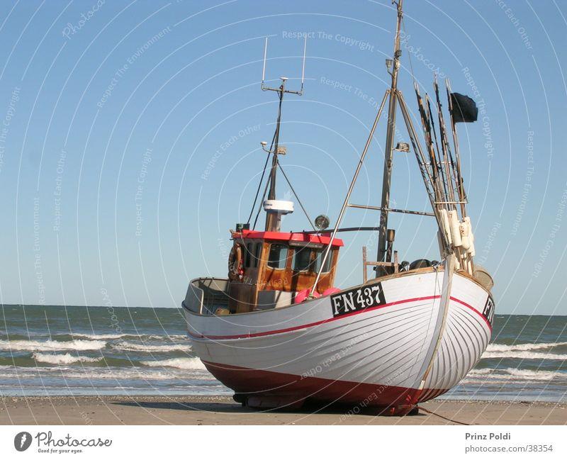 Boot am Strand Meer Wasserfahrzeug Küste Freizeit & Hobby Dänemark Fischereiwirtschaft Fischerboot
