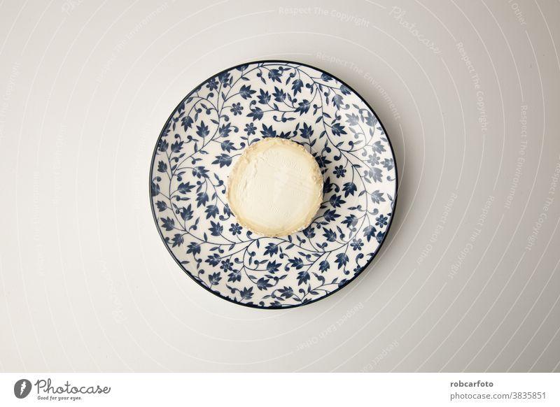 Ziegenkäse auf weißem Hintergrund Molkerei frisch Amuse-Gueule Gesundheit traditionell Lebensmittel Essen melken Bestandteil Kalzium weich organisch Französisch