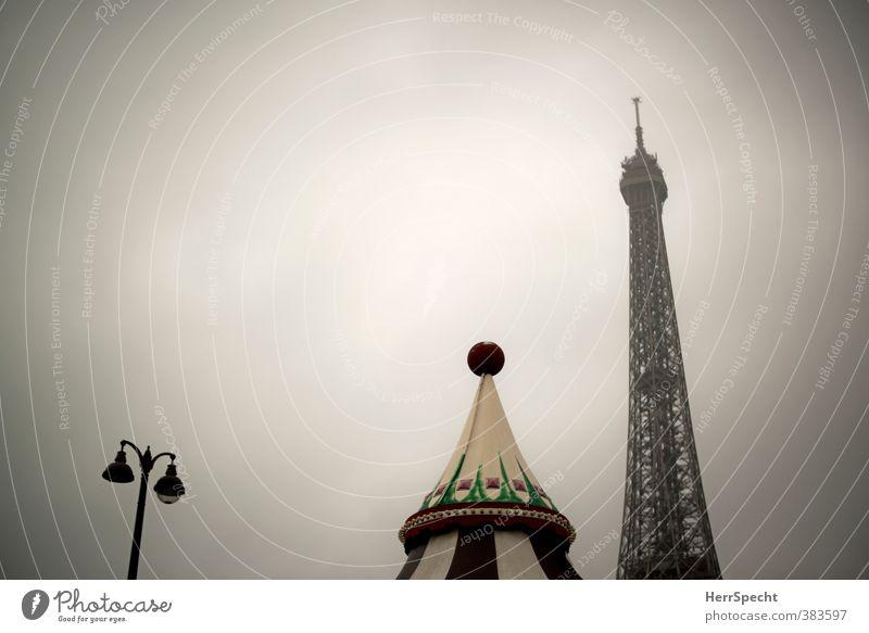 Pariser Morgen (II) Himmel Wolken schlechtes Wetter Frankreich Hauptstadt Bauwerk Dach Sehenswürdigkeit Wahrzeichen Denkmal Tour d'Eiffel ästhetisch dunkel