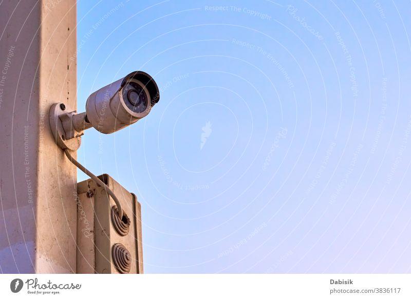 Sicherheits- und Videokontrolle CCTV-Kamera, Nahaufnahme. Überwachungs- und Monitoringkonzept Fotokamera System cctv elektronisch im Freien Schutz sicheres