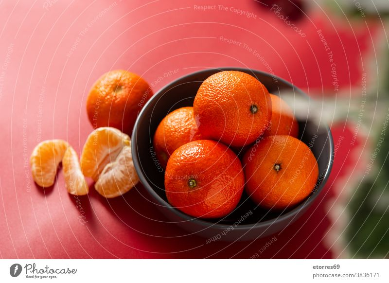 Frische Mandarinen in Schale asiatisch blau Chinesisch Zitrusfrüchte Clementine Lebensmittel frisch Frucht Gesundheit vereinzelt Saft Makro natürlich Natur
