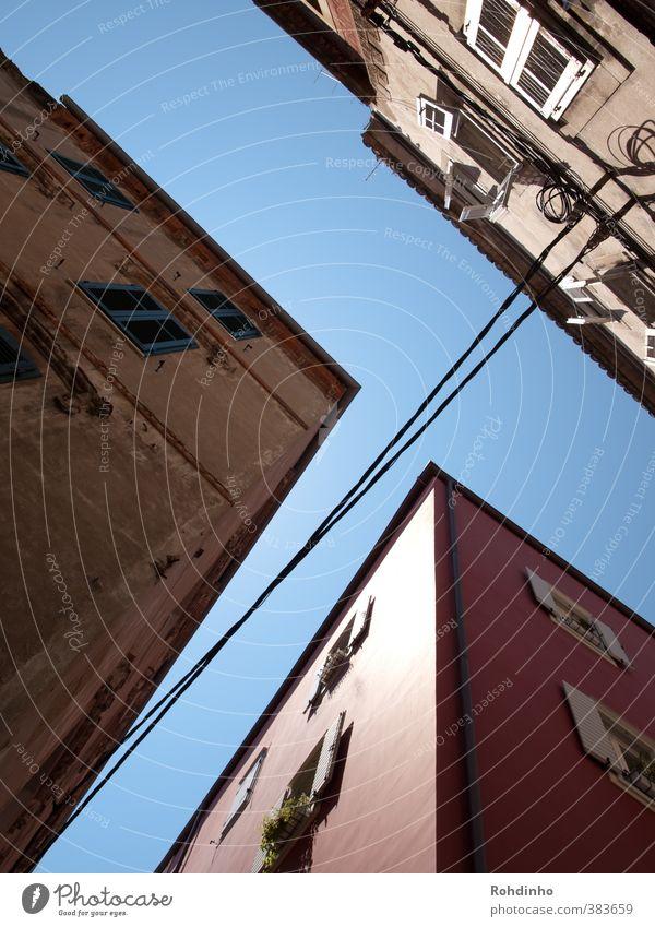 stari grad strings Ferien & Urlaub & Reisen Stadt Haus Fenster Wand Architektur Mauer Gebäude oben Linie Fassade Europa Elektrizität Kabel Dorf Bauwerk