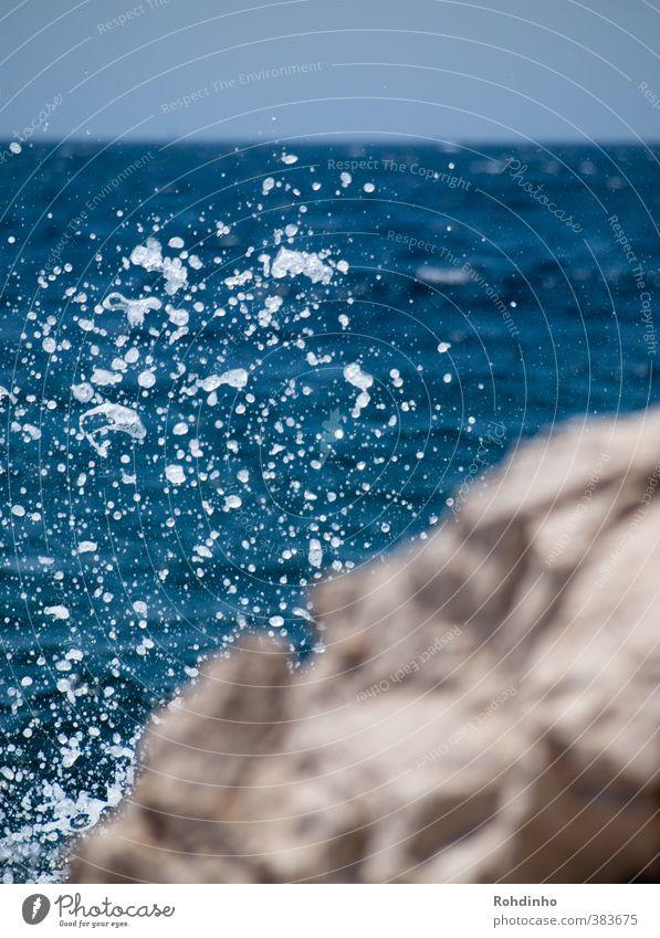 Spritz Natur Ferien & Urlaub & Reisen blau Wasser Sommer Meer Strand Ferne Küste Schwimmen & Baden Stein Felsen Wellen Schönes Wetter nass Wassertropfen