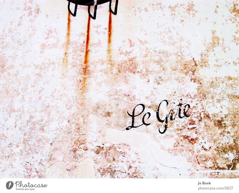 Le Rost rot Wand braun historisch Text Gitter