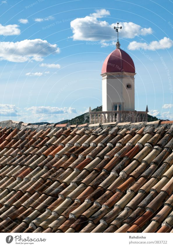 Über dem Dach Ferien & Urlaub & Reisen Wolken Haus Ferne Architektur Gebäude Religion & Glaube Kirche Turm Dorf Bauwerk Backstein Mittelmeer Sehenswürdigkeit