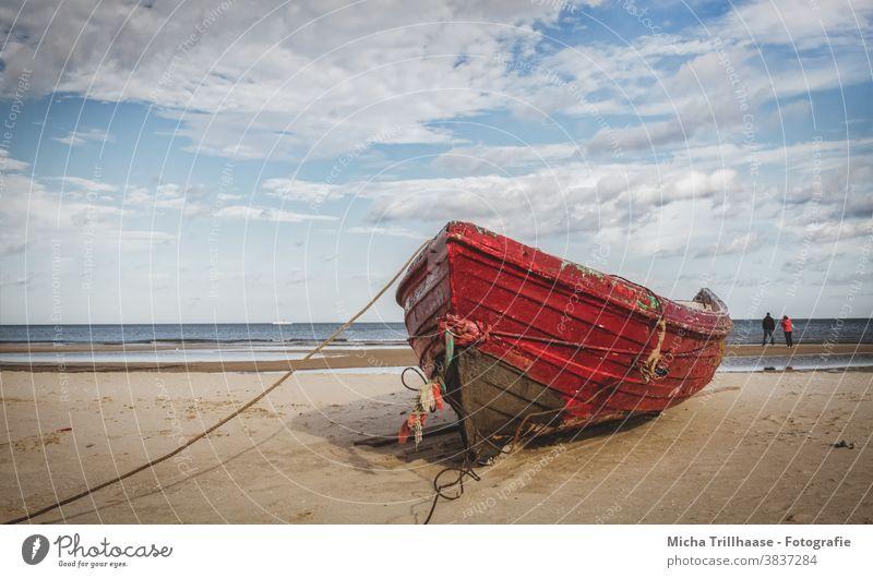 Fischerboot am Ostseestrand Kahn Usedom Insel Strand Meer Sand Himmel Wolken Natur Landschaft Sonnenlicht Schönes Wetter ruhig Idylle natürlich Erholung