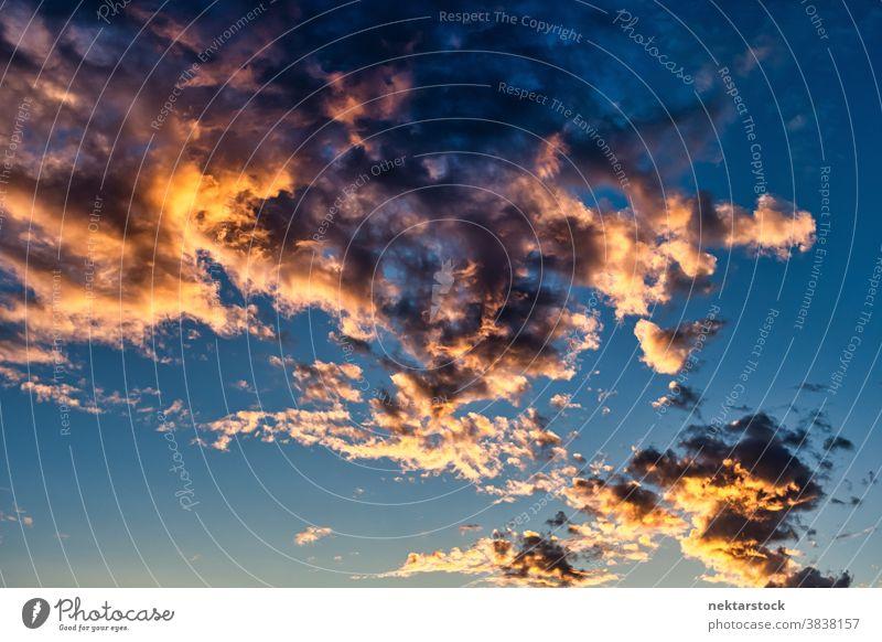 Epische Wolkenlandschaft vor Sonnenuntergang Cloud Himmel episch gold golden blau Farbe lebhaft Ruhe Natur malerisch Schönheit in der Natur Toskana Italien