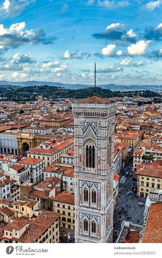 Giottos Glockenturm (Campanile) und die Dächer von Florenz Giottos Kampanile Stadtbild Skyline Dachterrasse Toskana Italien Bell Tower Wahrzeichen Architektur