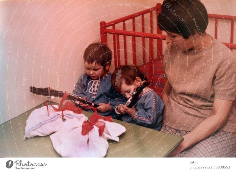 der Nikolaus war da... Kindererziehung Kindheit Kinderzimmer Kleinkind Mädchen Mensch 1-3 Jahre Freude auspacken Neugier neugierig neugierde entdecken Sack