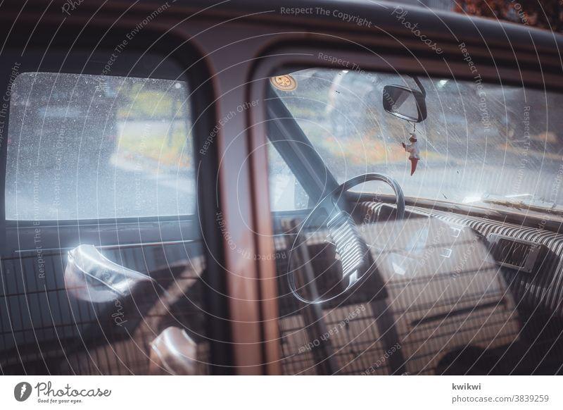 Autofahrt mit Opa auto oldtimer PKW Fahrzeug alt Verkehr retro Außenaufnahme Menschenleer altehrwürdig Oldtimer Farbfoto Verkehrsmittel Nostalgie Detailaufnahme
