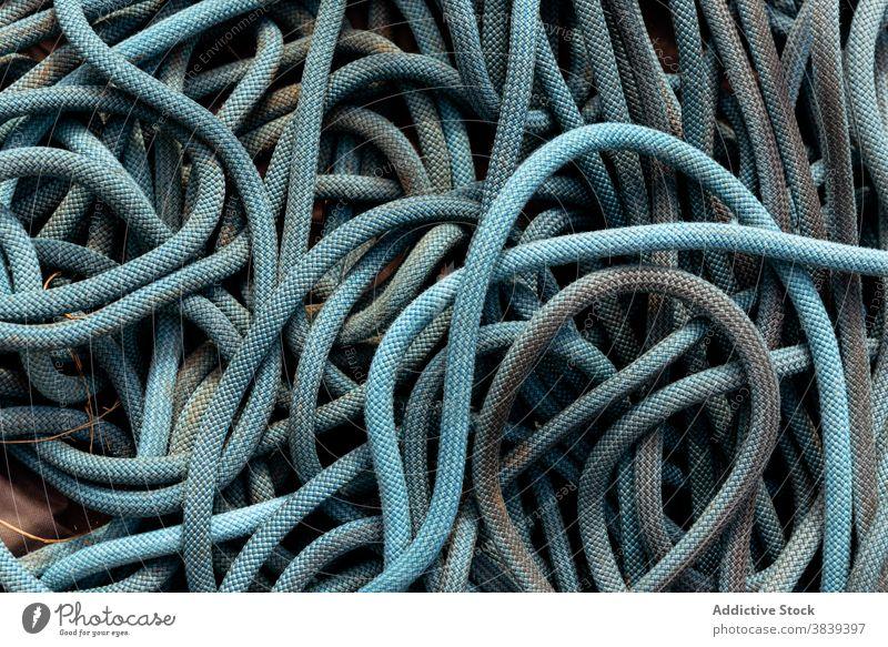Stapel von Seilen in Nahaufnahme Garn Kabel Weben Textur Haufen rollen Material Linie Sehne Draht Textil groß dick Detailaufnahme Industrie Handwerk Schnur