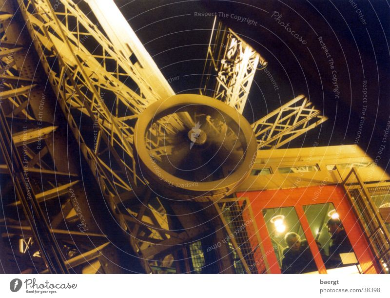 Eiffelturm I Paris Tour d'Eiffel Nacht Licht Frankreich Fahrstuhl Architektur