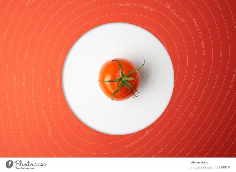 rote Tomaten auf rotem Hintergrund frisch Nahaufnahme Makro Gemüse Pflanze Single Tomaten isoliert eine Bestandteil organisch reif weiß Weg vereinzelt