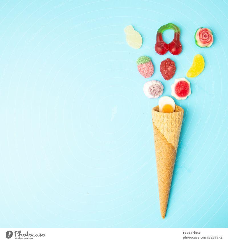 Kandiszucker, Zucker auf blauem Hintergrund Lebensmittel farbenfroh süß Dessert Bonbon Nahaufnahme Konditorei Feiertag hell Farbe orange lecker rot