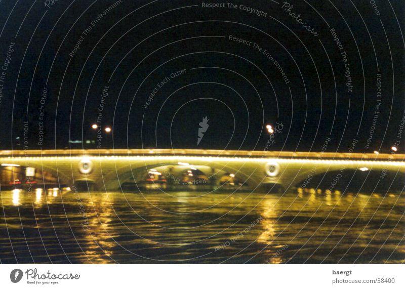 Seine-Brücke in Paris bei Nacht I Wasser Brücke Paris Hochwasser Seine