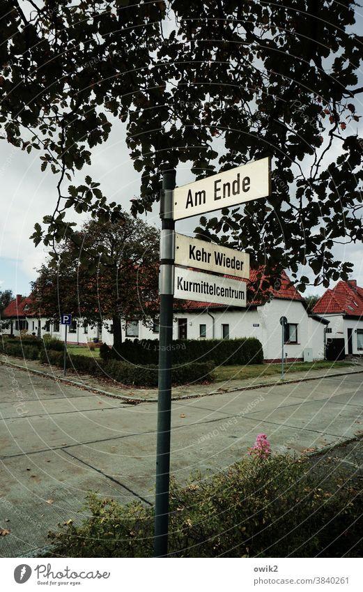Für Wiedergänger Verkehrsschild Straßenschild Schild Beschriftung Schriftzeichen Buchstaben Nebenstraße Schilder & Markierungen Außenaufnahme Hinweisschild