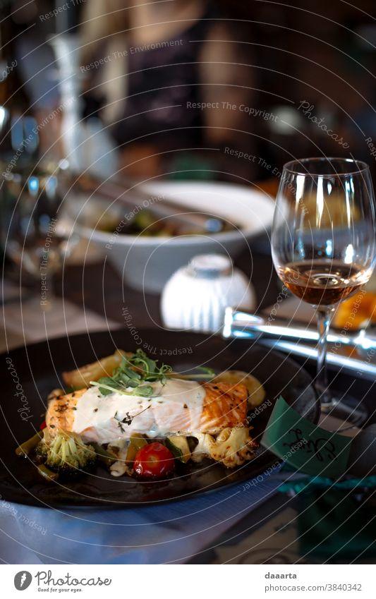 Hochzeitsessen serviert Snack Café Leidenschaft Fröhlichkeit Feste & Feiern Restaurant Küche Tisch Freizeit & Hobby Leben Freude Stil Mittagessen Lebensmittel