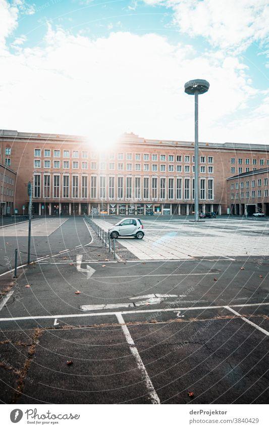 Kein Abflug am Flughafen Tempelhof Berlin-Tempelhof Menschenleer zentralflughafen textfreiraum tempelhofer freiheit flugplatz berlin ferne flugbahn menschenleer