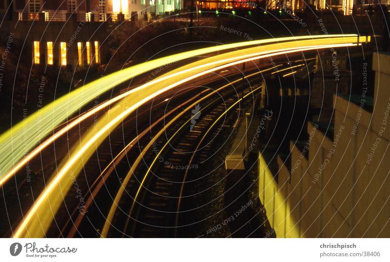 Tunnelausfahrt Nacht Gleise Licht Verkehr Eisenbahn Kurve