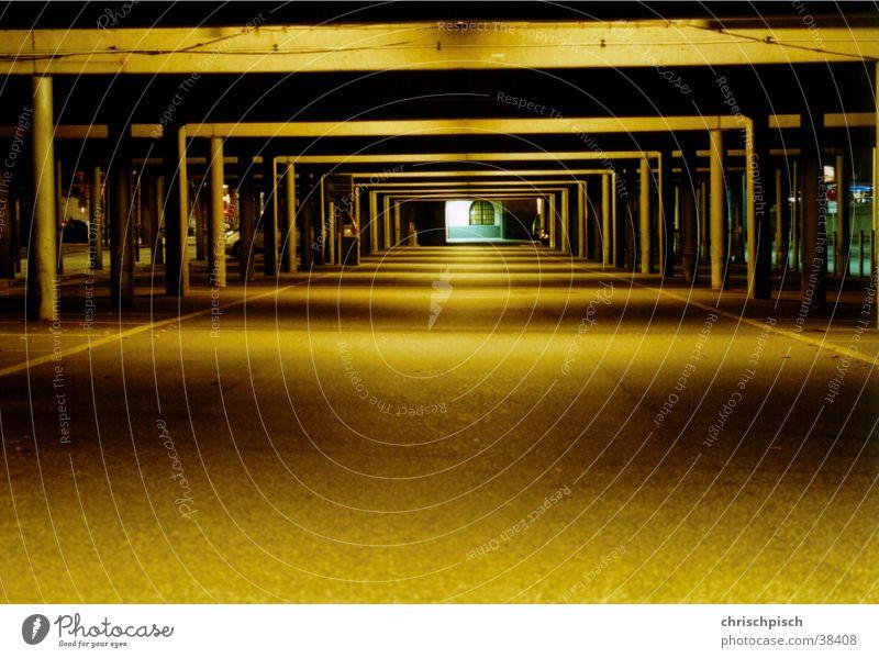 Parkhaus Nacht Langzeitbelichtung Tunnel Parkplatz Architektur